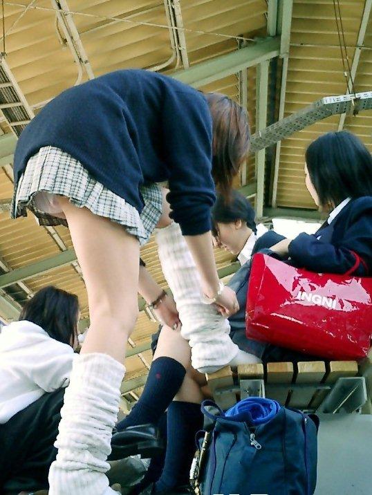 パンツが見えた女子高生 (18)