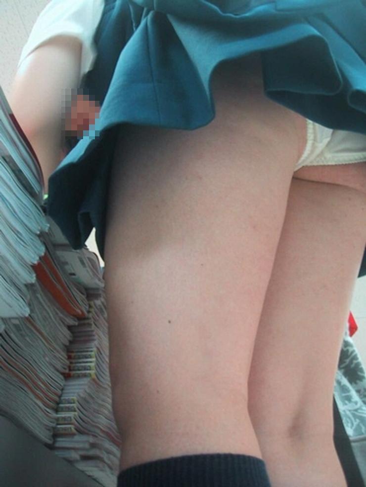 パンツが見えた女子高生 (3)