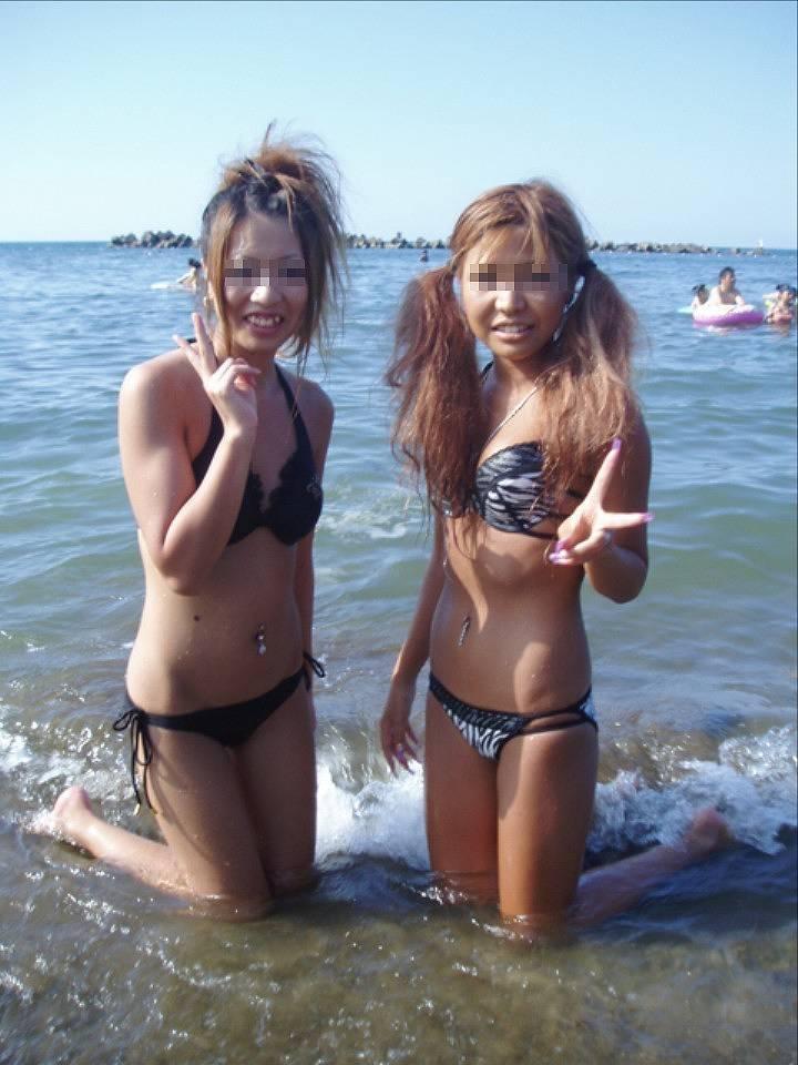 ビーチにいた水着女性 (6)