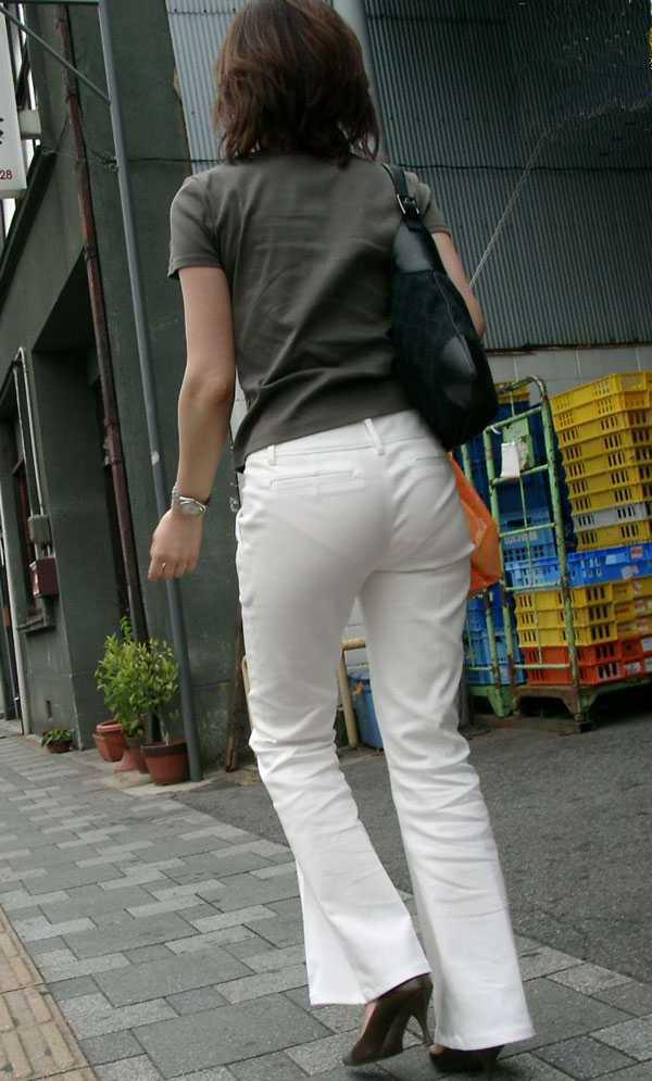 パンツが透けちゃった (11)