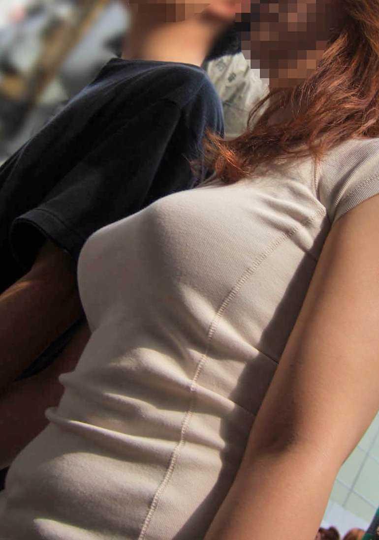 服の中の爆乳 (20)