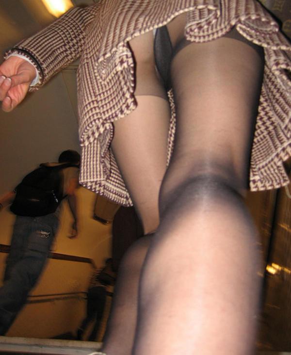 下からパンツを見る (6)