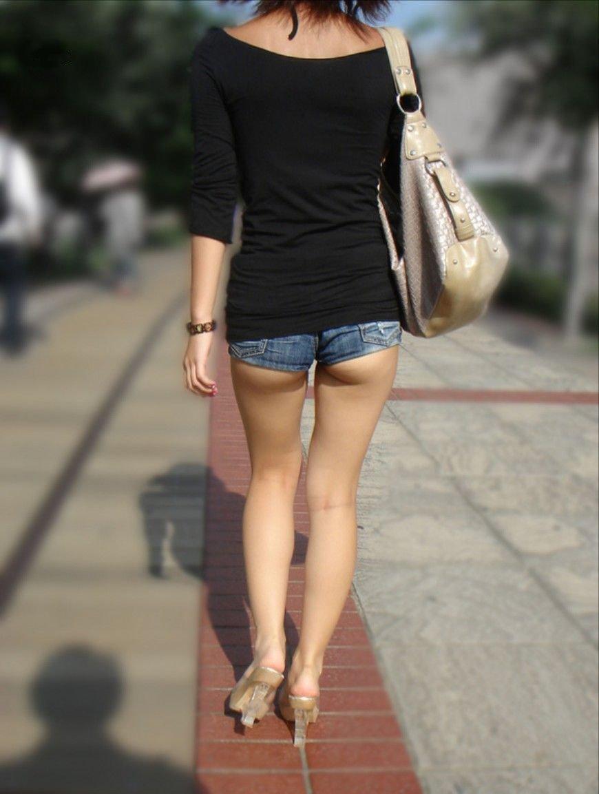 ショートパンツで脚を見る (18)
