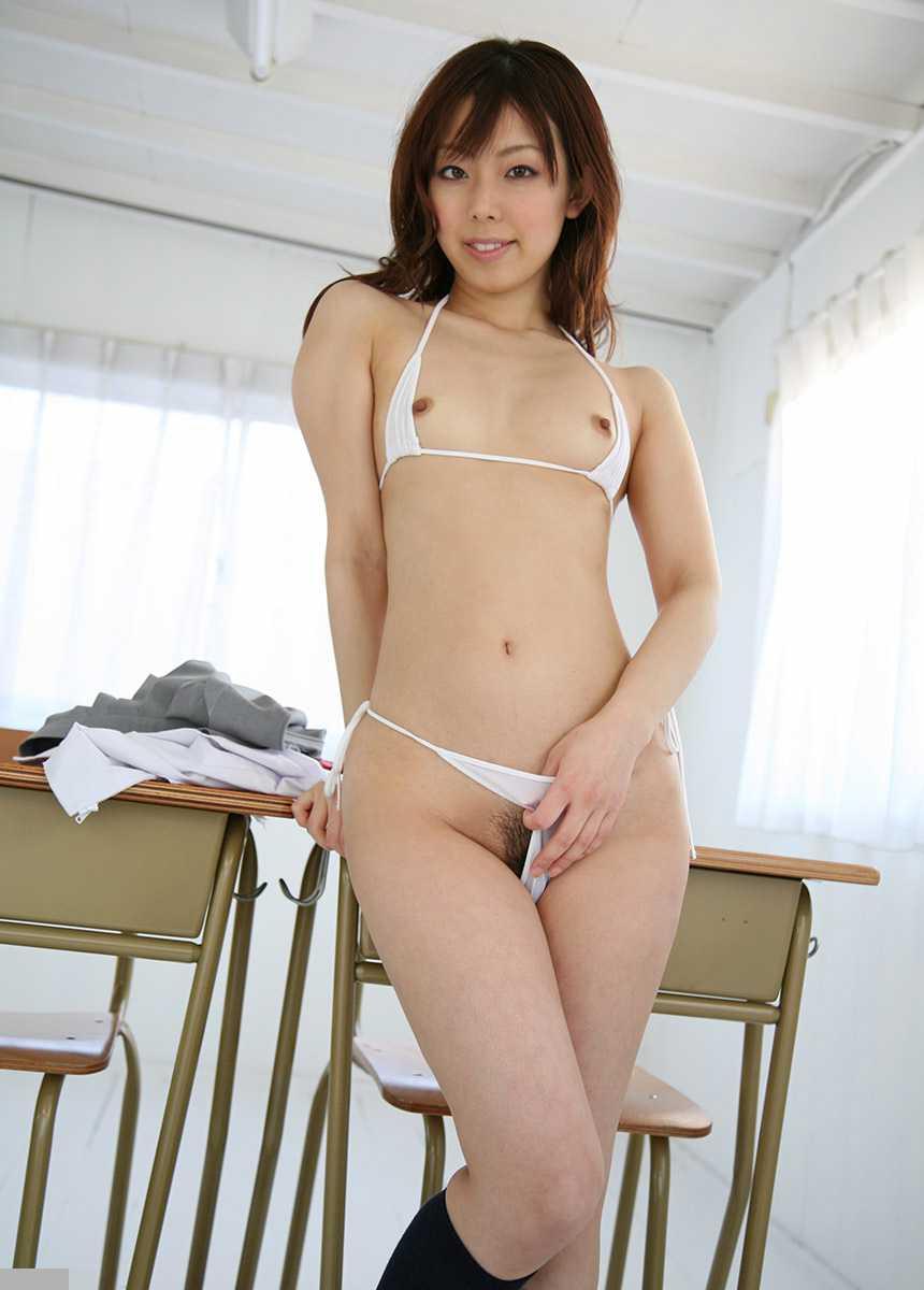 小さく控えめの胸 (9)