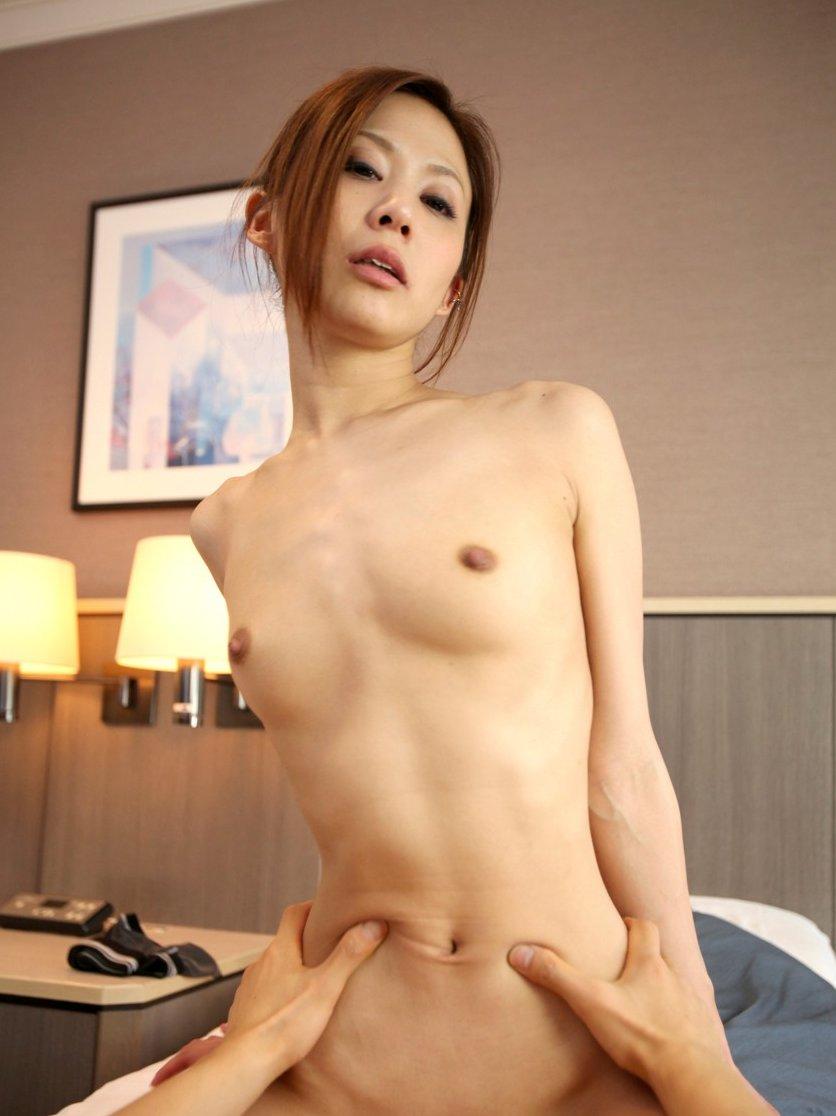 小さく控えめの胸 (7)
