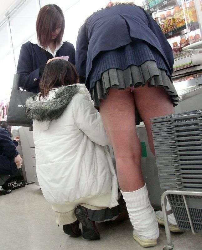 パンツが見えた女子校生 (4)