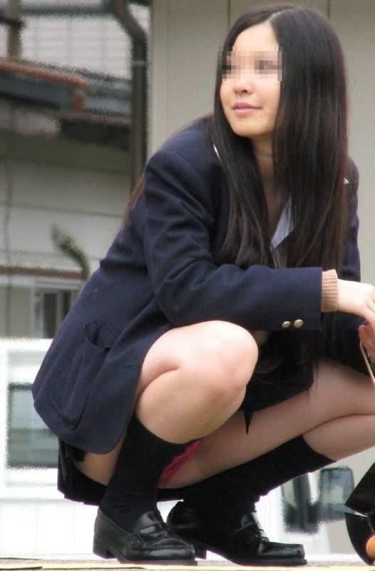 JKの生足とパンツ (19)