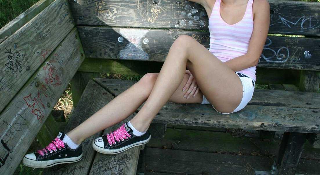 綺麗な足にタッチしたい (12)