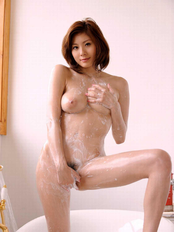 風呂で体を洗う (15)