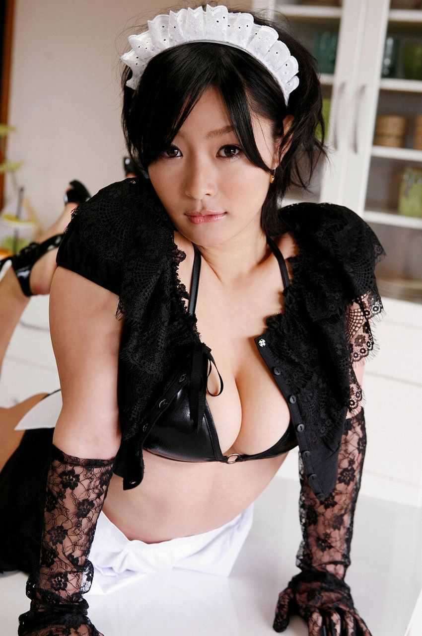 メイドの衣装がエロい (7)
