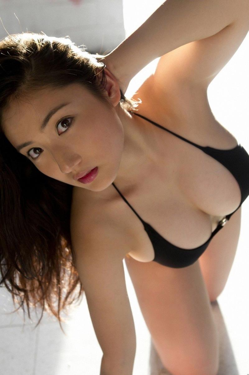 ビキニ姿がセクシーな、沙綾 (4)