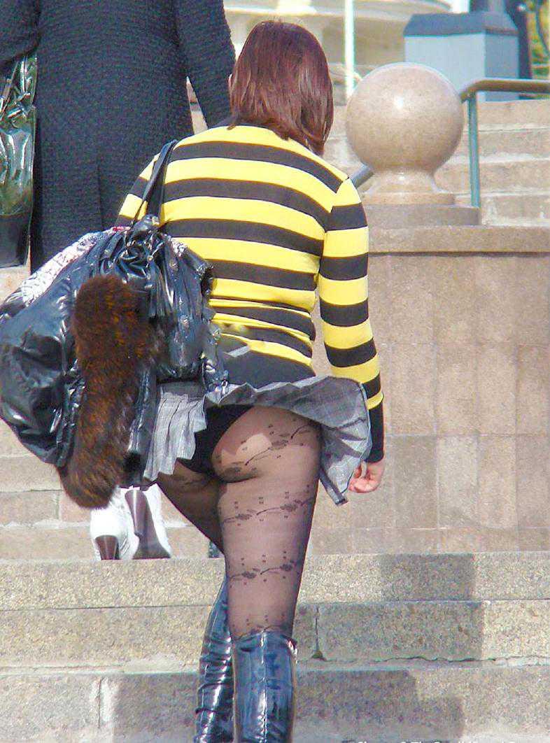 スカートひらり下着がチラリ (12)