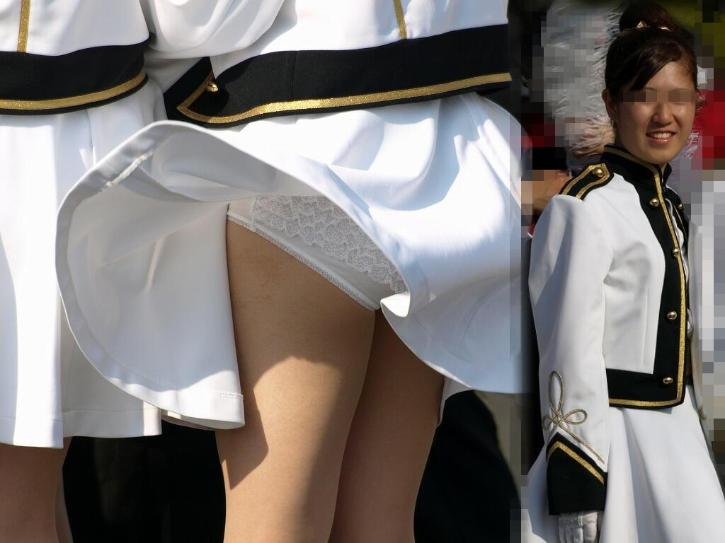 スカートひらり下着がチラリ (15)