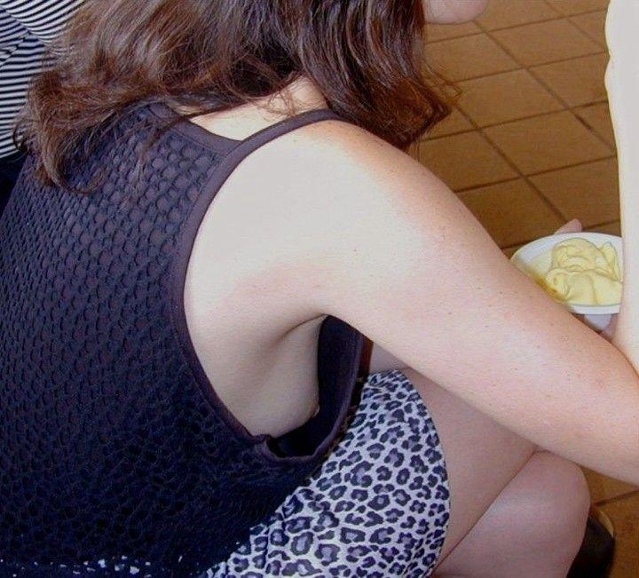 乳房を覗き見 (9)