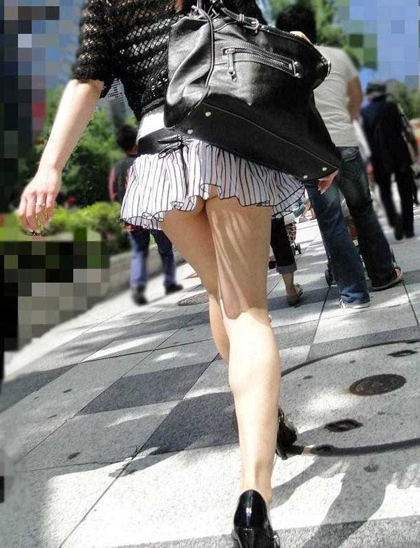 スカートからパンツ見え (18)