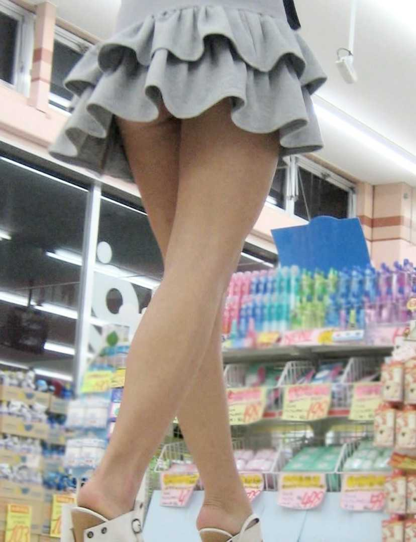 スカートからパンツ見え (11)