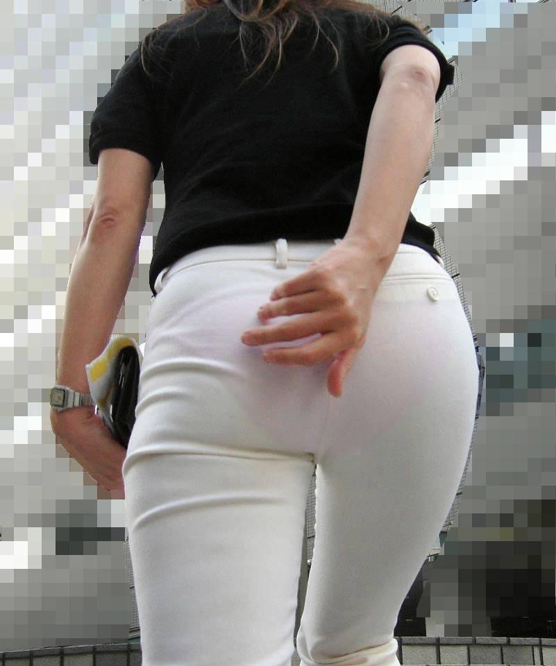 パンツが透け透け (11)