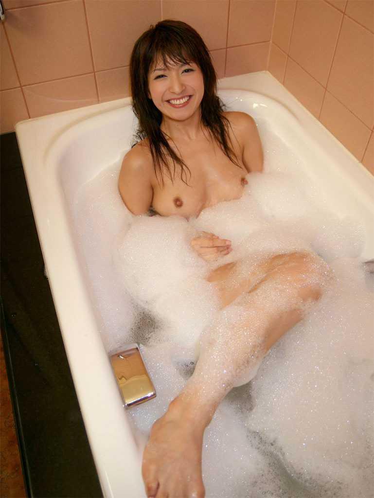 お風呂でスッポンポン (15)
