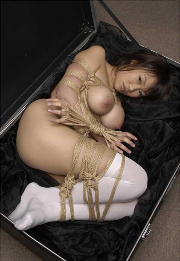 縛られる女 (20)