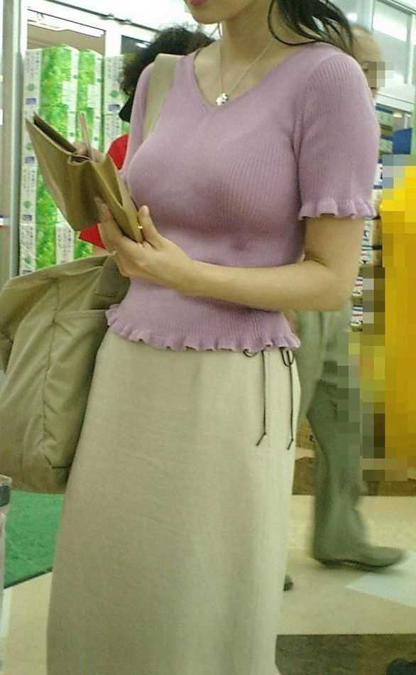 服を着てもデカパイ (7)