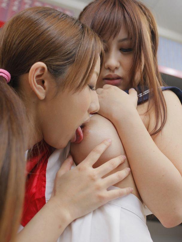 レズビアンの愛撫 (4)
