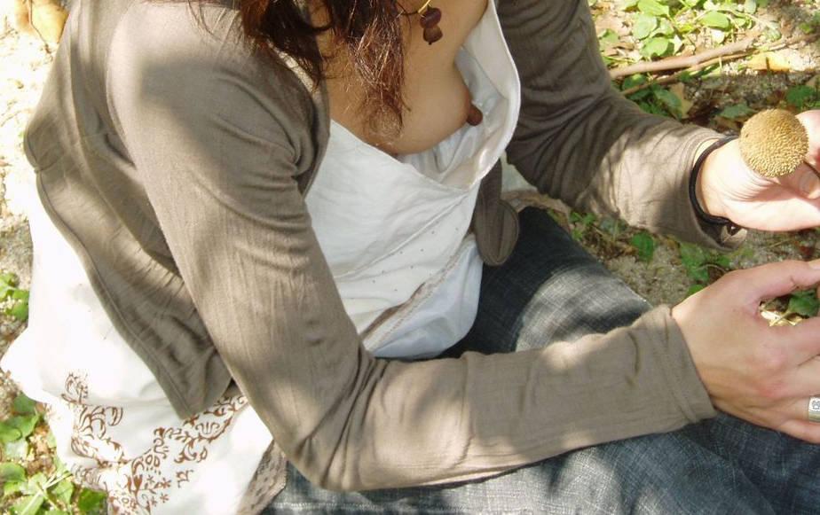 乳首を覗き見 (5)