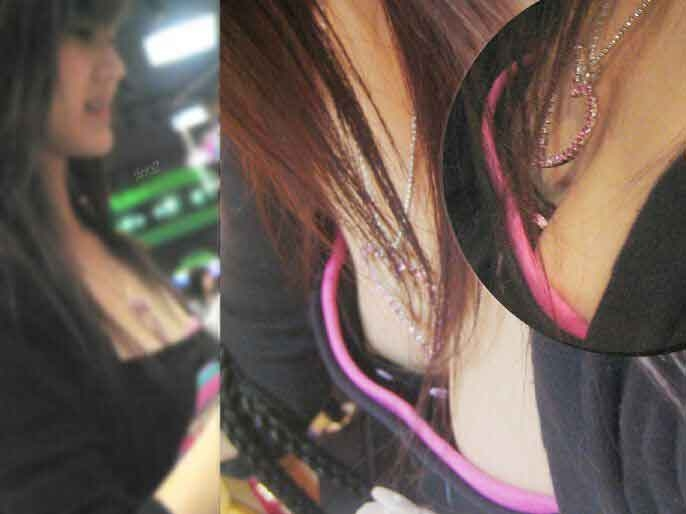 乳首を覗き見 (3)