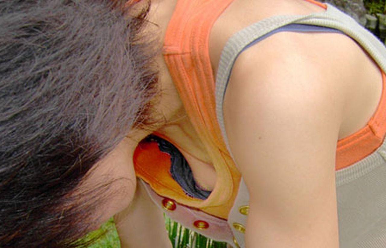 乳首までチラチラ (9)