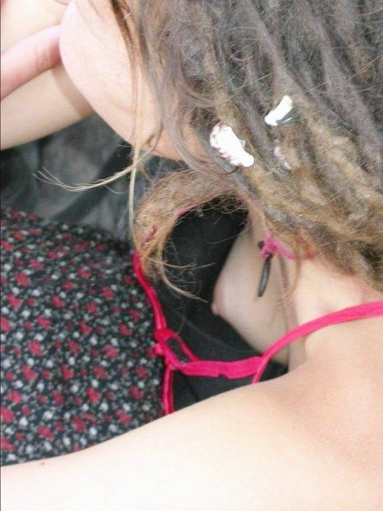 乳首までチラチラ (10)