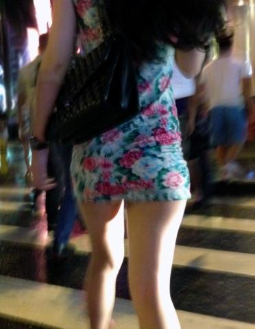 タイトスカートから下着が見える (2)