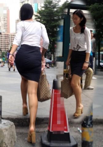 タイトスカートから下着が見える (8)