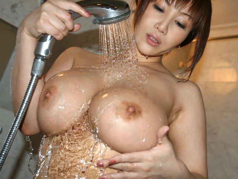 お風呂に入る女 (1)