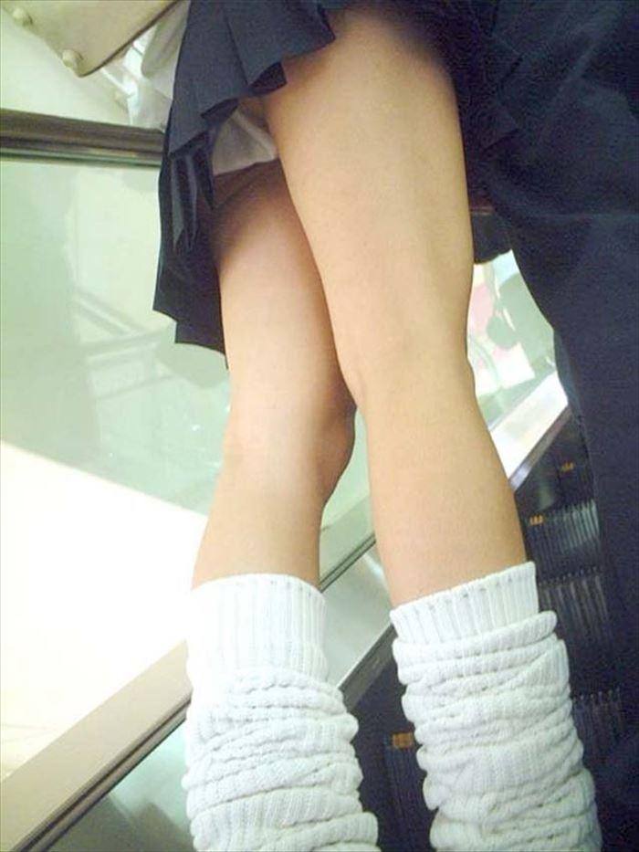 JKの生足と下着 (6)