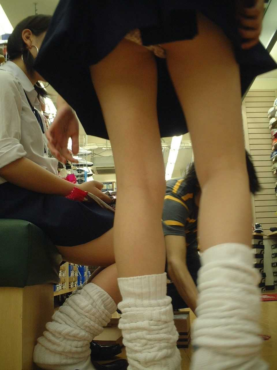 JKの生足と下着 (10)