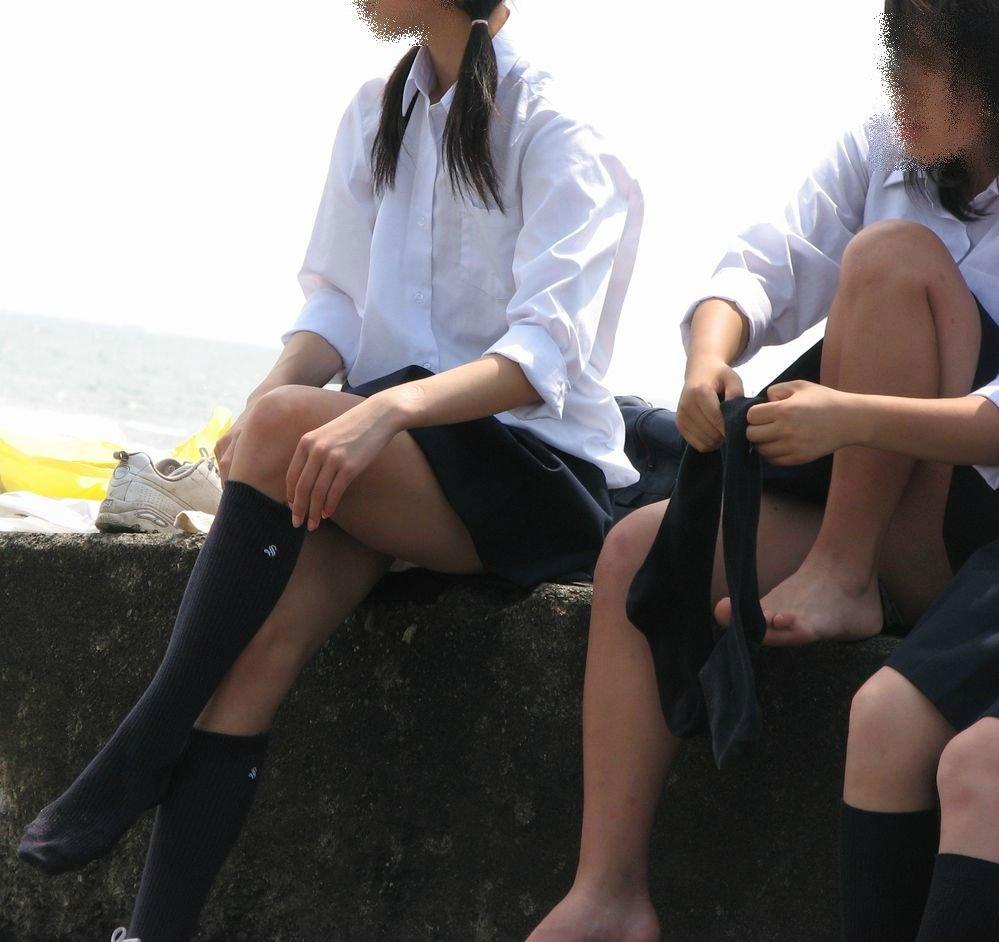 JKの生足と下着 (2)