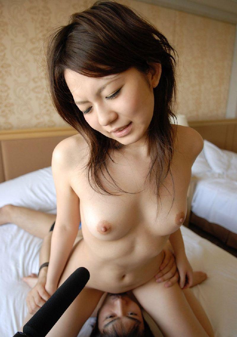 股間を舐められる女 (8)