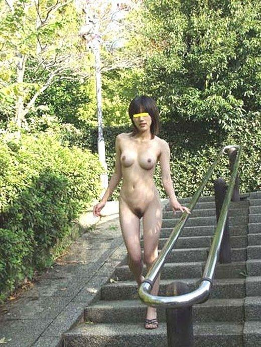 道端で全裸になる (7)
