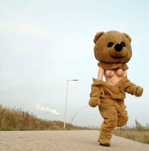 道端で全裸になる (11)
