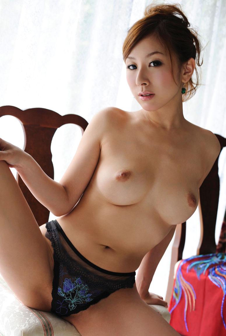 爆乳で妖艶な、北川エリカ (2)