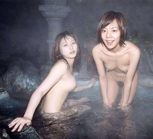 温泉で撮られた素人娘 (1)