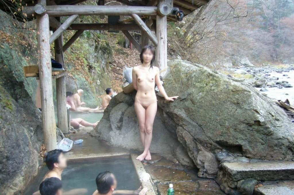 温泉で撮られた素人娘 (5)