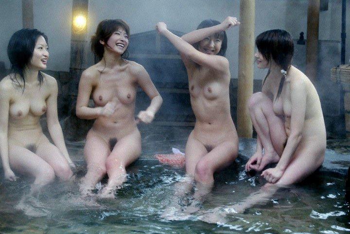 温泉で撮られた素人娘 (4)