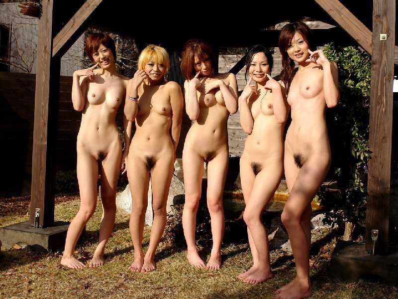 温泉で撮られた素人娘 (2)