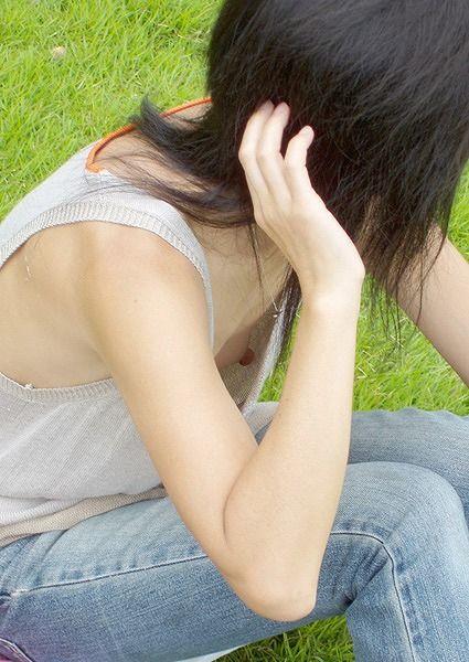 乳首がチラチラ (8)