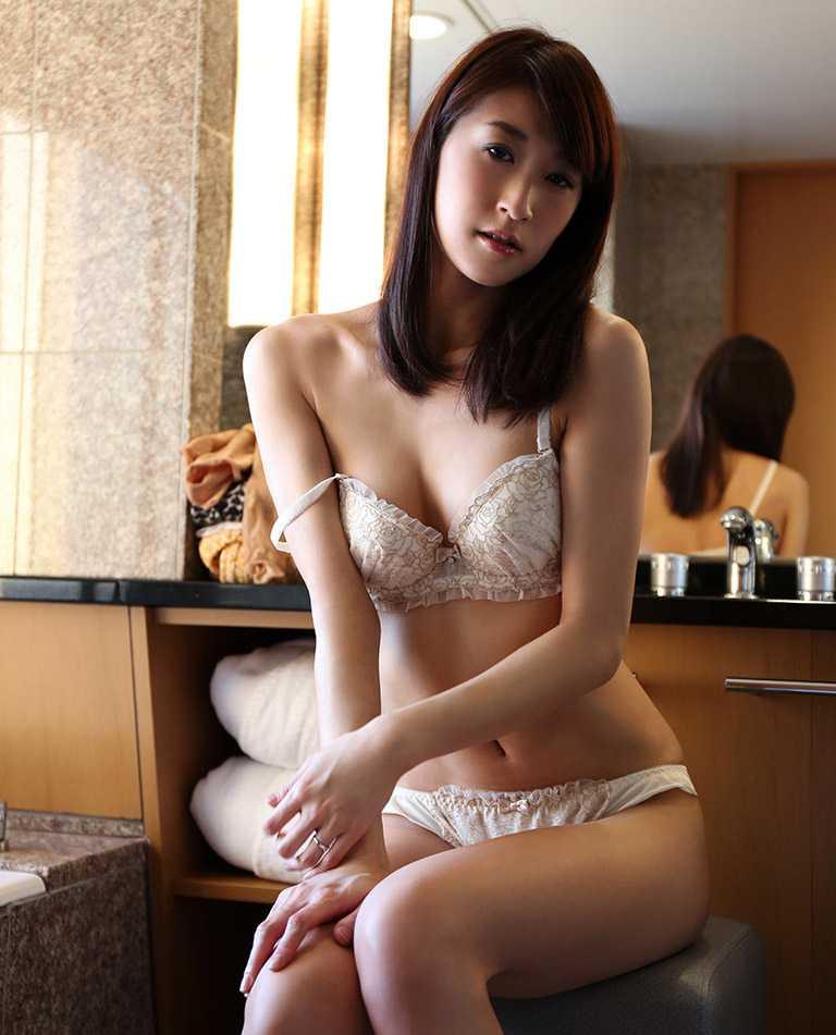 性欲旺盛な奥さん、神波多一花 (4)