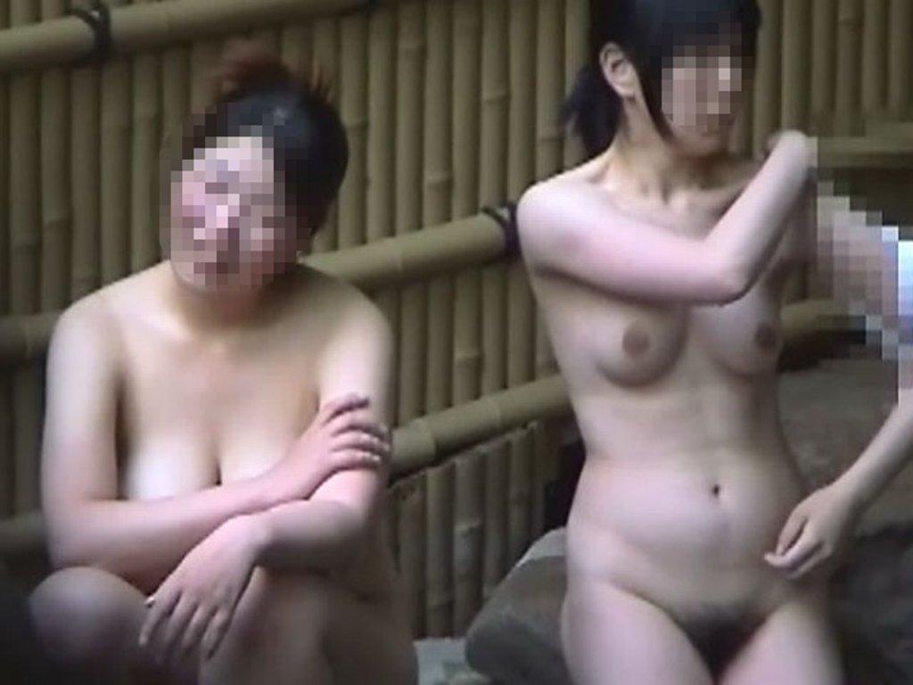 入浴姿を盗撮 (3)