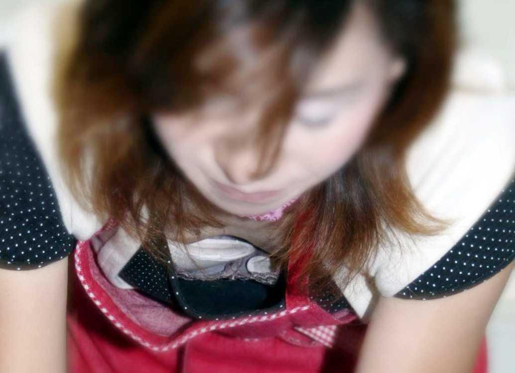 お乳が見えてるよ (14)