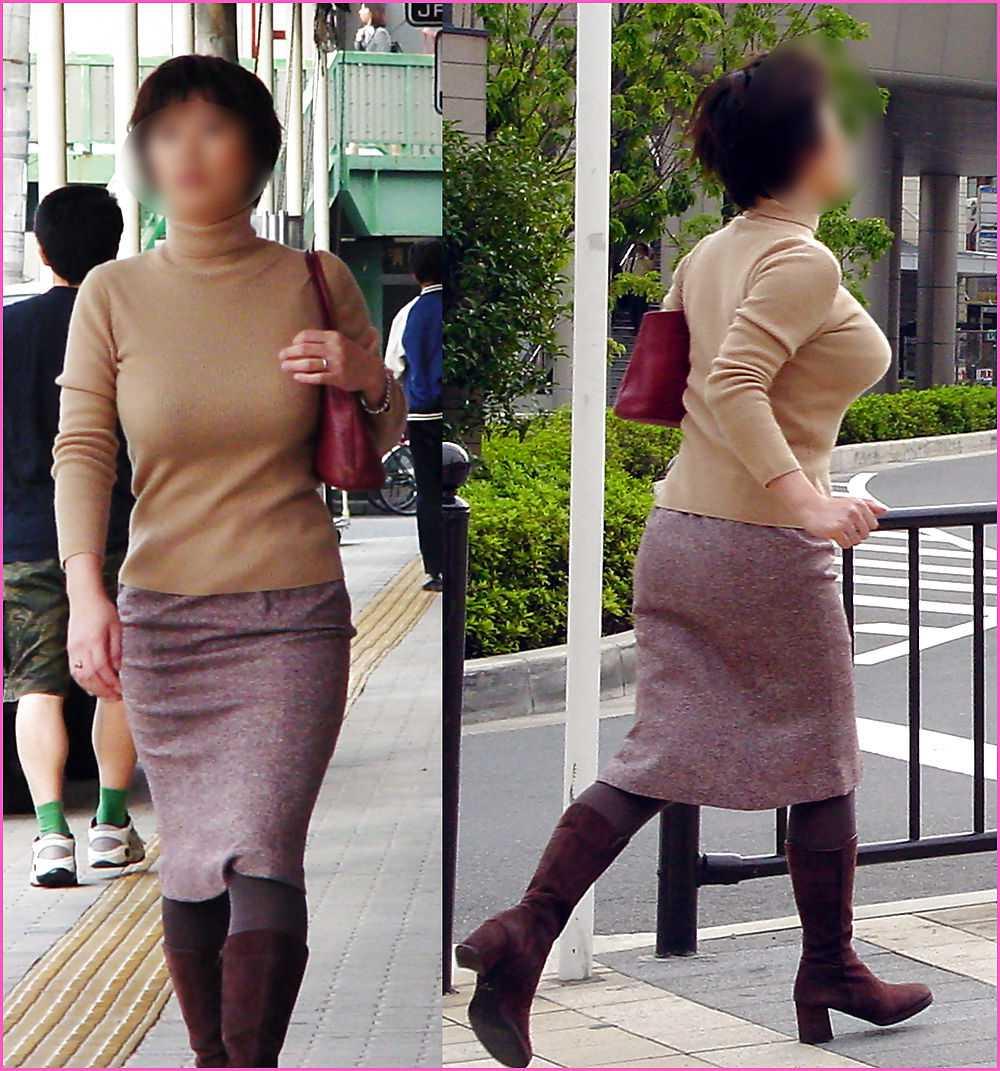 服の中からデカパイ (7)