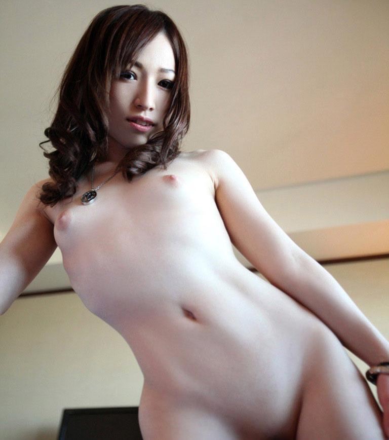 控え目の乳 (2)