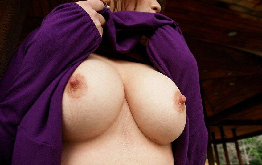外で服を脱ぐ (10)